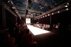 premiär för podium för samlingscpm-modeller Royaltyfria Bilder