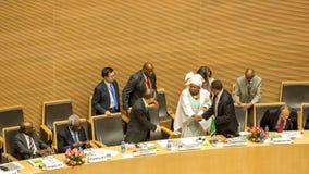 Premiärminister av Etiopien som skakar händer med Dr. Nkosazana Dlam Arkivfoto