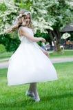 Première communion - danse heureuse Photographie stock