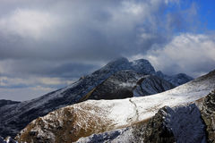 Première neige en montagnes de Fagaras Photos libres de droits
