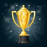 Première tasse d'or de victoire d'endroit avec des lauriers - récompense Images libres de droits