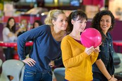 Première tentative sur le bowling photo libre de droits