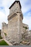 Première tour du Saint-Marin : La Rocca ou Guaita photo libre de droits