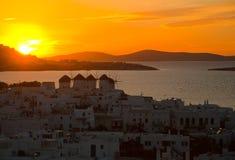 Première vue de la ville de Mykonos au coucher du soleil Photo libre de droits