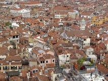 Première vue de toit de Venise. Images libres de droits
