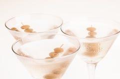 Première vue de trois cocktails secs de Martini image libre de droits