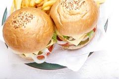 Première vue des hamburgers de feston de poulet Image libre de droits