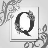 Premia listowy Q z Eleganckim kwiecistym konturem dla inicjału logo Listowy Q odizolowywający na nowożytnej karcie Ogólnoludzki s royalty ilustracja