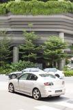 Premia samochody na drodze przy dniem Obrazy Royalty Free
