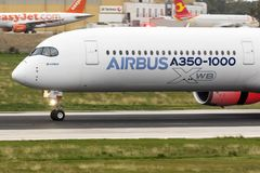 Premier Airbus A350-1000 à voler Photo stock