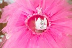 Premier anniversaire Jupe-tutu, couronne, et ballons roses Image libre de droits