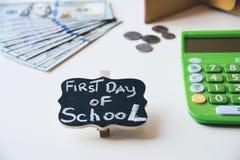 Premier jour des dépenses d'école photo stock