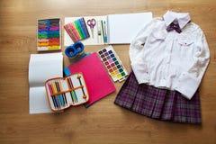 Premier-niveleuse de fournitures scolaires Images stock