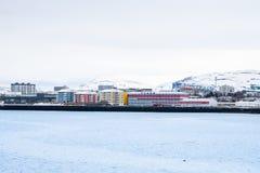 Premier plan coloré de bâtiment et montagne couronnée de neige au CCB Images libres de droits