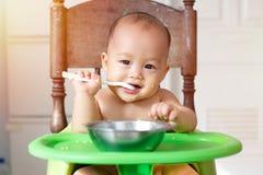 Premier repas de bébé Photos stock