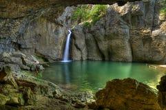Premier saut de cascade en canyon d'Emen Image libre de droits