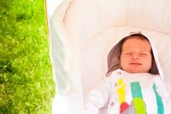 Premier sourire nouveau-né de bébé Image libre de droits