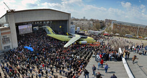 Premiera linia montażowa nowy przewieziony samolot Antonov An-178, Kwiecień 16, 2015 Obrazy Royalty Free