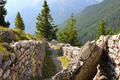 Premiers fossés de guerre mondiale, dolomites, Italie image libre de droits