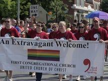 Premiers membres de l'église en assemblée marchant à la fierté d'Indy images stock