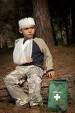 Premiers soins dans la forêt photographie stock