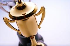 Premio brillante del trofeo del oro imagenes de archivo