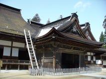 Première source dans un temple japonais Images libres de droits