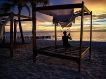 Prenant une photo du coucher du soleil - Isla Mujeres Playa Norte Photos stock