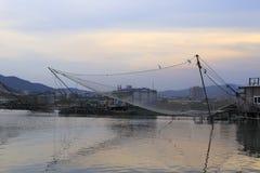 Prend les poissons au filet automatiques de récupération Photo libre de droits