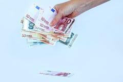 Prenda i soldi nelle loro proprie mani Fotografia Stock