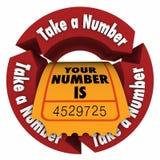 Prenda un'attesa che di numero il vostro biglietto di giro è paziente Immagini Stock