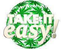 Prendalo facile si rilassano l'uso ricreativo della marijuana Fotografia Stock Libera da Diritti