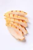 Prendedero asado a la parrilla cortado de la pechuga de pollo Imagen de archivo