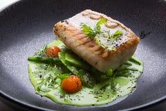 Prendedero de pescados blancos cocinado Foto de archivo
