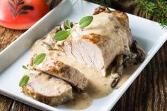 Prendedero delicioso del cerdo de carne asada con la salsa de seta Imagen de archivo
