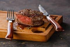 Prendedero Mignon Steak en el tablero de madera fotografía de archivo