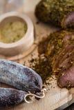 Prendedero y salchicha de la carne Imagen de archivo libre de regalías