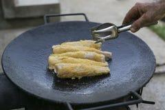 Prendederos deliciosos de la merluza asados en el sartén Fotos de archivo