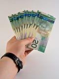 Prendendo o dinheiro Fotografia de Stock