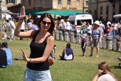 Prendendo a torre inclinada de Pisa Fotos de Stock Royalty Free