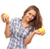 Prendendo um limão e uma maçã Imagem de Stock Royalty Free
