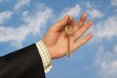 Prendendo uma chave Imagem de Stock Royalty Free