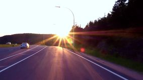 Prendendo un'uscita sulla strada principale al tramonto stock footage