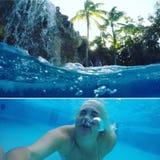 Prendendo una immersione nelle chiavi ad una località di soggiorno in uno stagno Fotografia Stock