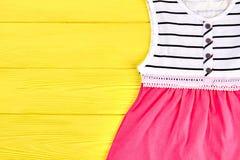 Prendisole di marca della ragazza del bambino belle Fotografie Stock Libere da Diritti