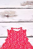 Prendisole sveglie del cotone per la neonata Fotografia Stock