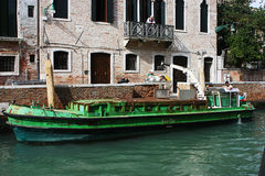 Prendre des déchets à Venise Photographie stock