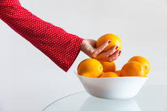 Prendre l'orange Images libres de droits