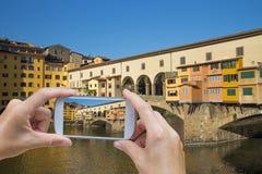 Prendre la photo de Ponte Veccho en Florence Italy Images stock