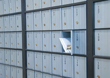 Prendre le courrier Photographie stock libre de droits